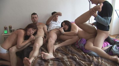 Young swingers munch