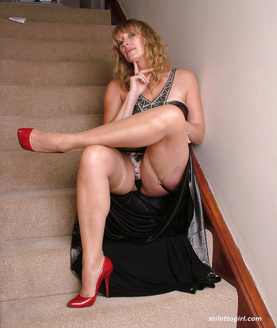 Milf angel MeLinda is demonstrating her a-hole during the time that in constricted