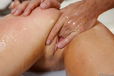 MILF Yasmin Scott enjoying damp oil massaging of smooth on top cooter