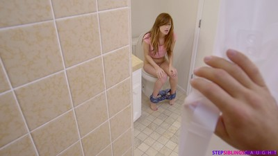 Alaina dawson obtains turned on when that babe catches her stepbrother pe