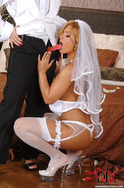 Eve Dear s Lesbo Wedding Night