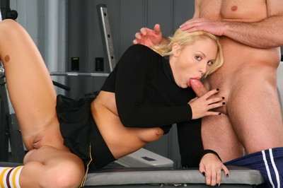 Clammy blond cheerleader getting bonked
