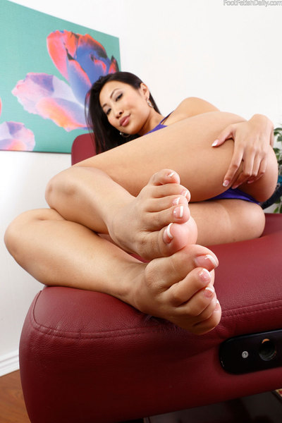Sharon is geared up to give Kurt his massage, but this boy wont shut his dumb mouth. This girl selects it might be larger to ram his entrance with her feet and fuck him awaiting this boy shuts up. This girl lets him use her cunt and feet till this boy exp
