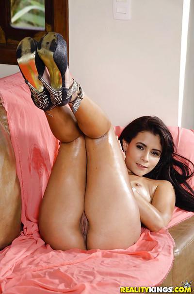 Brunette hair sweetheart Loren flashing bald Latin chick uterus on bed in high heels