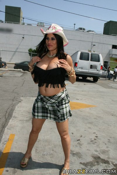 Clammy MILF Sheila Marie shows her giant wazoo and tits outdoor in public