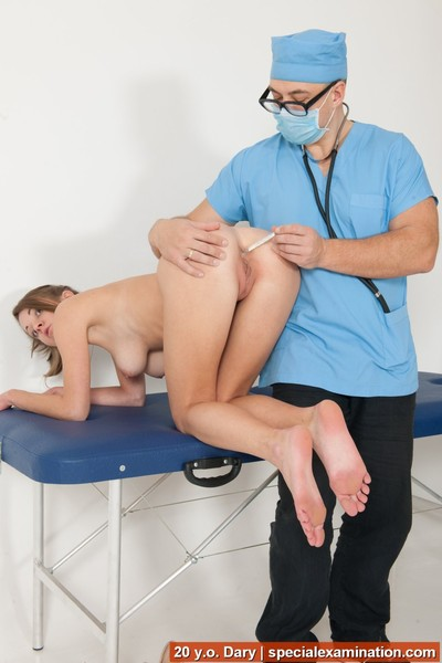 Bottom acquiescent cums at the kink gyno exam