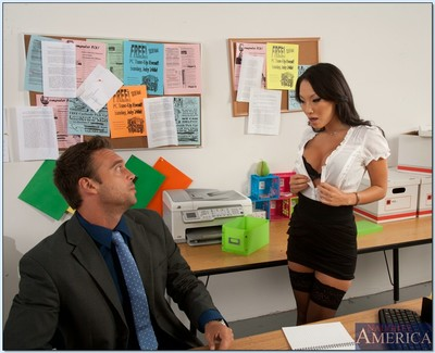 Office prostitute in  Asa Akira gapes her Chinese throat to eat rod