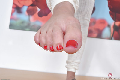 Barefoot Latin cutie MILF Sheena Ryder showing off painted toes and trimmed bawdy cleft