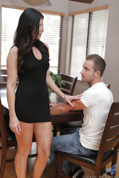 Elegant shapely dark hair cougar India Summer is the milf you
