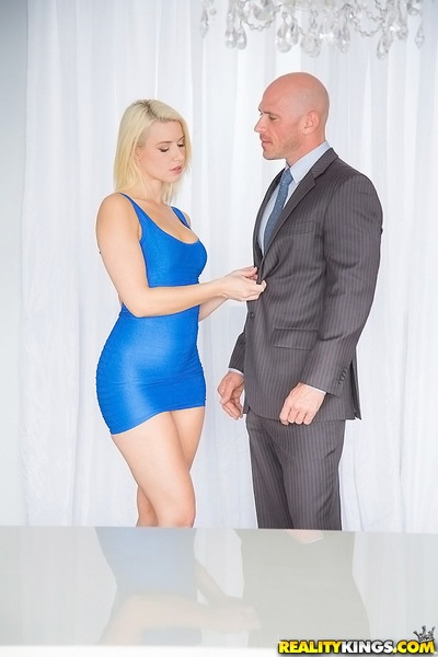 Gratifying blond with terrific a-hole Annika Albrite is attracted by Johnny