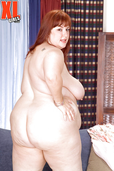 Redhead SSBBW Luna Mystique baring raw saggy love muffins despite the fact jerking off