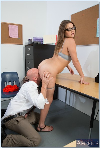 Excited coed in glasses Ashlynn Leigh benefits from team-banged and facialized