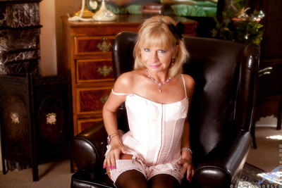 Ripe courtesan in  Cathy Oakely is pure happiness and sexiness