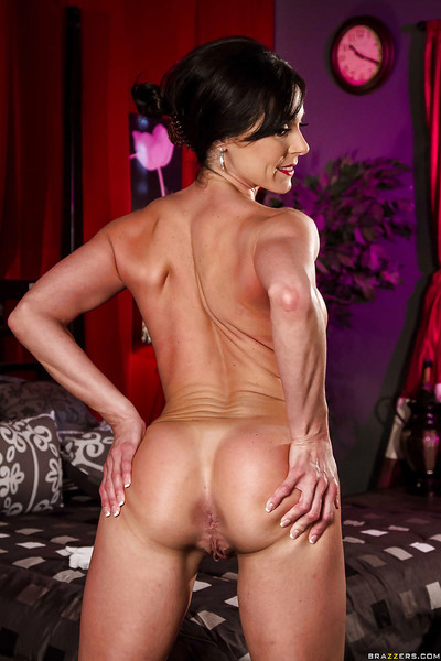 Daedal milf with immense breasts Kendra Thrust is revealing her divine scar
