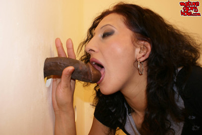 Milf voluptuous the gloryhole in use