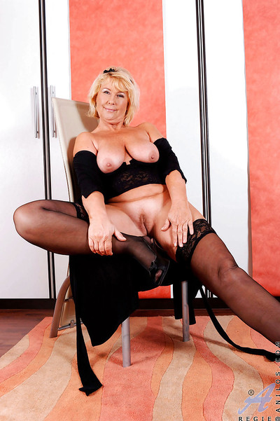 Ready boobsy grown up Regie is amplifying her slit eager for a fuck