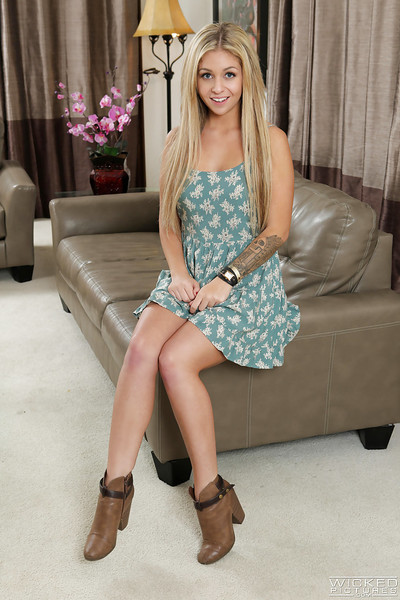 Spectacular blond pornstar Madelyn Monroe revealing faultless freshman mangos