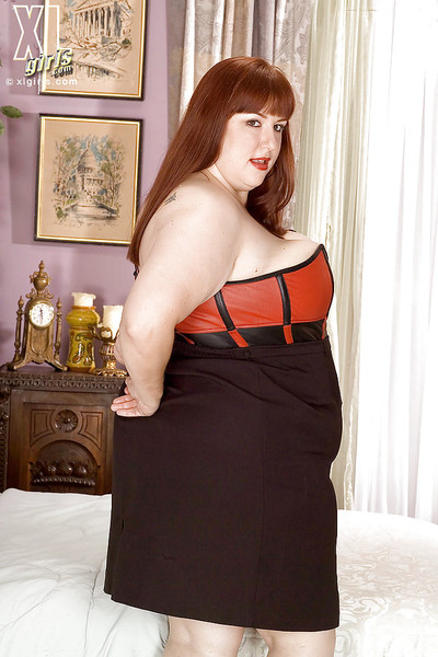 Fatty hotty with large wobblers Luna Mystique erotic dance uncovered