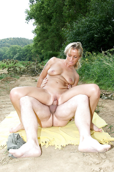 Raunchy fairy lady with hairless snatch gives head and purchases shafted outdoor