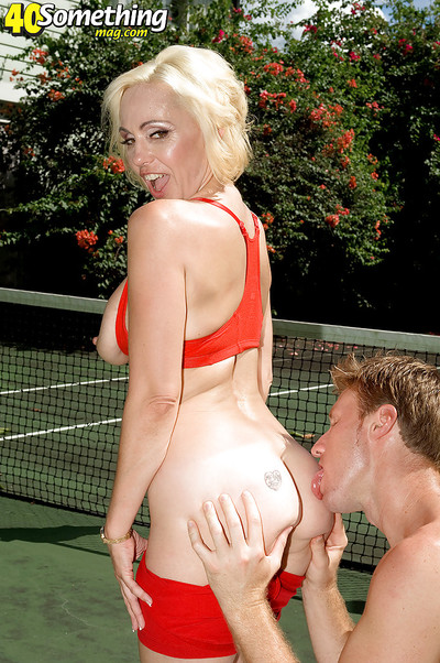 Sporty mommy Raquel Sieb accepts fucked in group by her tennis prepare right on the court