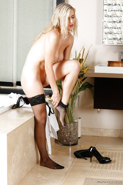 Complete waste and want legs of a untamed queen Amanda Tate shown prior to her massage