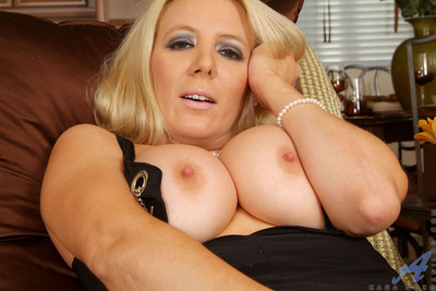 Sophisticated golden-haired anilos case bangs her unyielding matured gentile vigorously