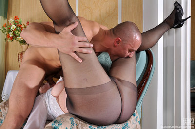 Mellow housemaid in push around dom pipe servicing her cock-strong commander