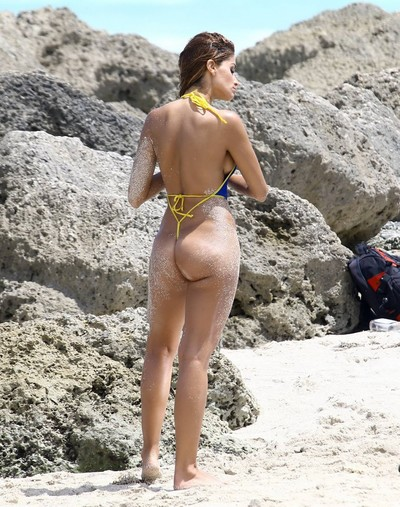 Juliana proven shows sideboob and a-hole in strap bikinis
