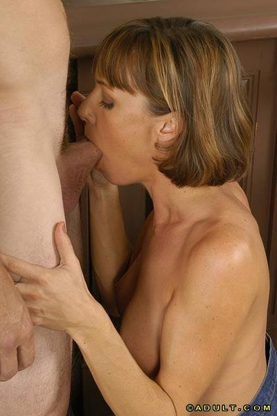 Graceful MILF with valuable pantoons gives a deepthroat dick sucking and benefits from nailed raw