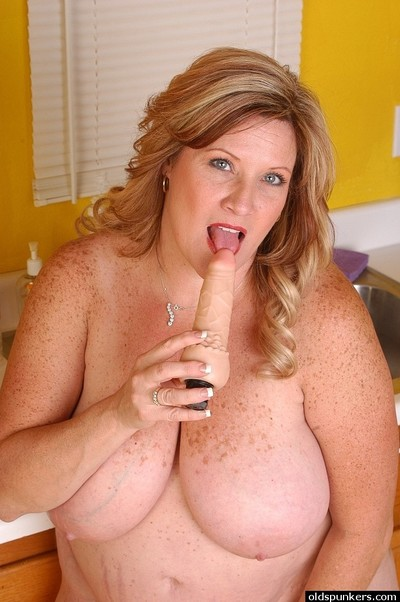 Fatty seasoned Deedra sucks her vibrator in the kitchen exactly after cooking