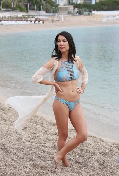 Jacqueline macinnes wood shows off her sticky bikini body