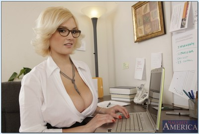 Golden-haired chicito in glasses erotic dancing and showcasing her deviating distorts
