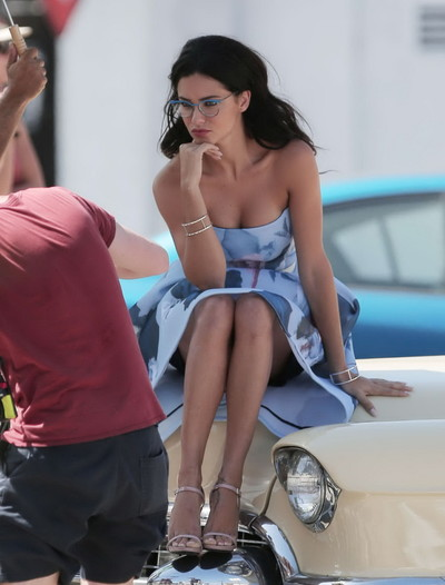 Adriana lima showing major cleavage and nipp pokies