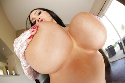Hungry bombshell gives a titjob and receives her milk shakes glazed with spunk