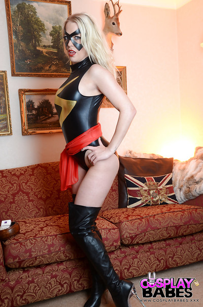 Fairy-haired solo darling Xena Wilkes struts in cosplay infatuation outfit whereas fucking