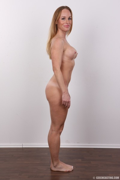 Sticky milf standing for photo webcam