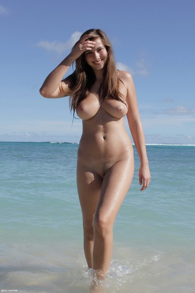 Boobsy juvenile dark hair jerking off in the beach