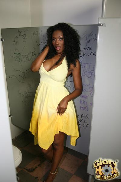 Ebony whore sucks makes love white 10-Pounder at gloryhole