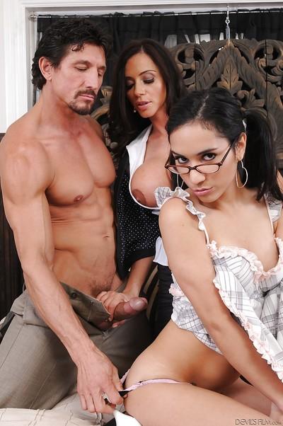 Ariella Ferrera and Tia Cyrus are demonstrating their oral sex skill