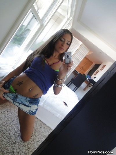 Spicy girlfriend Lizz Tayler is posing on the web camera so untamed