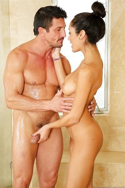 Lalin hottie girl with juicy cleft Chloe Amour sucks shlong in shower tub