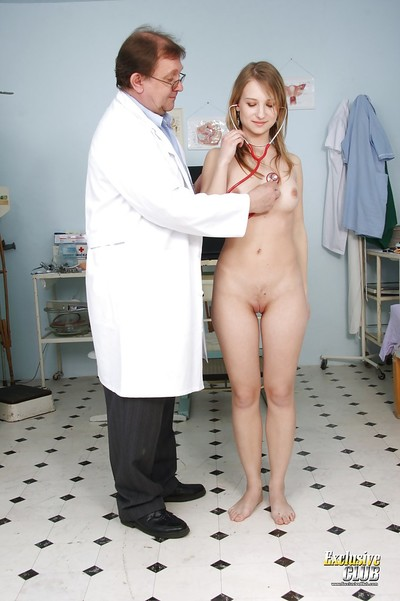 Hostile model with gigantic titties Brody Beart is fingered by a doctor