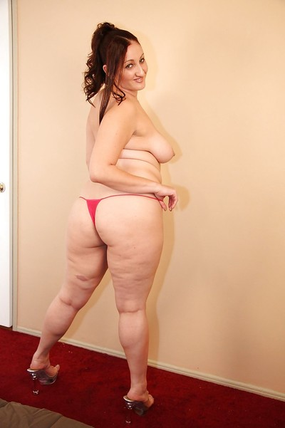 Smiley latin chick plumper Sonia Blaze purchases rid of her garments