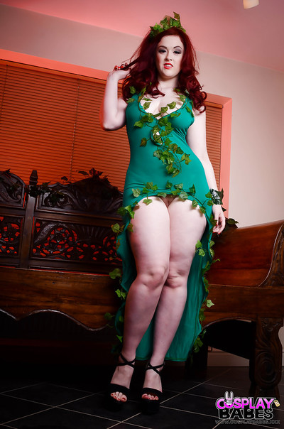 Redhead obsession example Jaye Rose has an erotic cosplay photo burst