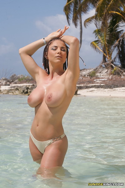 Titsy pornstar Roberta Misoni brings out her puffy mangos from bikini