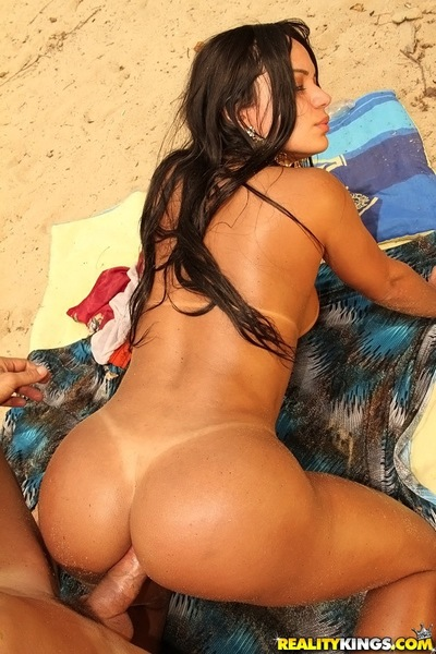 Lecherous lalin girl lassie purchases bonked hardcore on the beach
