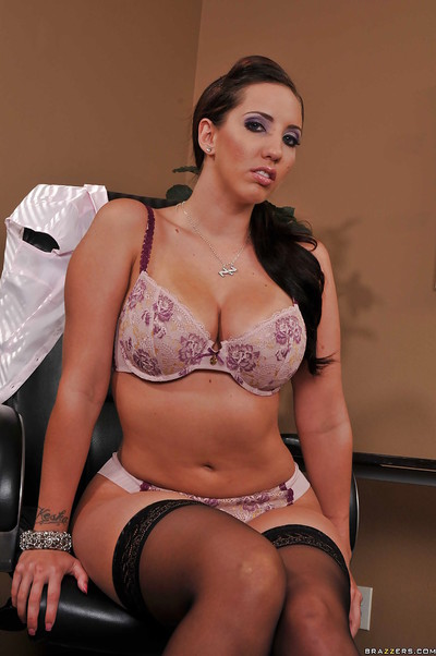 MILF secretary Kelly Divine takes her time to show her gentile in office
