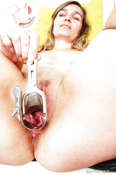 Elderly solo princess Lamacka stroking in gyno office later on sonde insertion