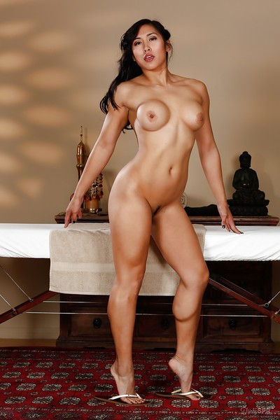 Tanned and fit Oriental beauty Mia Li accepts uncovered at the same time as concealed pont of time