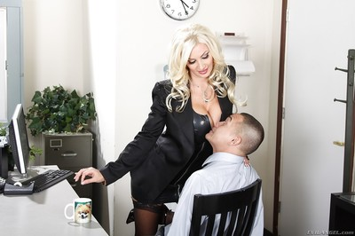 Damp MILF Brittany Andrews benefits from her toes and love holes licked by her boy caress